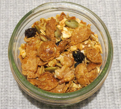 walnut, pepita, pumpkin-seeds, raisins, oats, honey, maple syrup, roast, DIY, granola