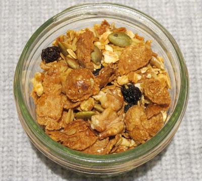 walnut, pepita, pumpkin-seeds, raisins, oats, honey, maple syrup, roast, DIY, granola